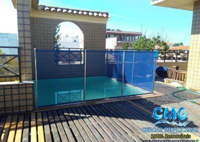 instalação-cerca-removivel-piscina-apartamento-recreio-azul-marinho